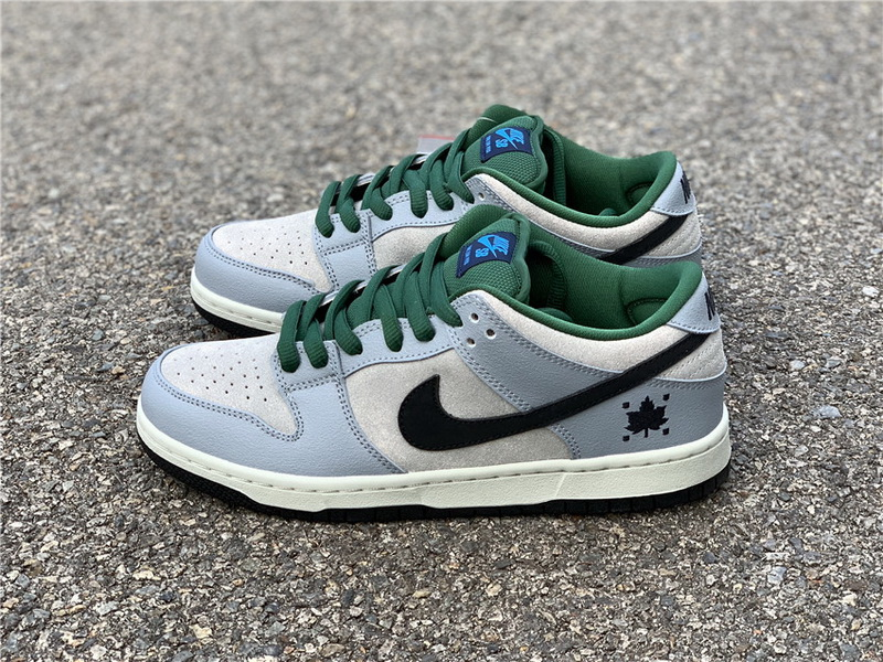 Authentic Nike Dunk SB Low Pro Maple Leaf
