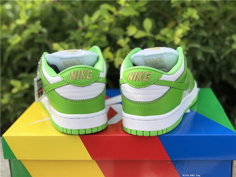 Authentic Supreme x Nike SB Dunk Low Green