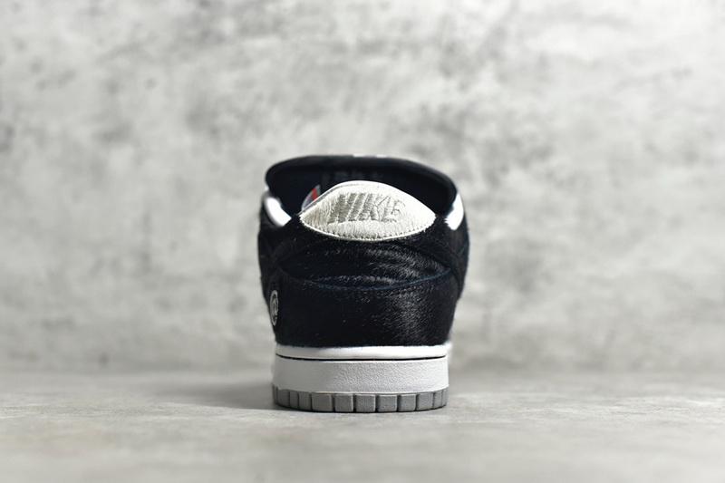 "Authentic Nike SB Zoom Dunk Elite ""BE@RBRICK"""