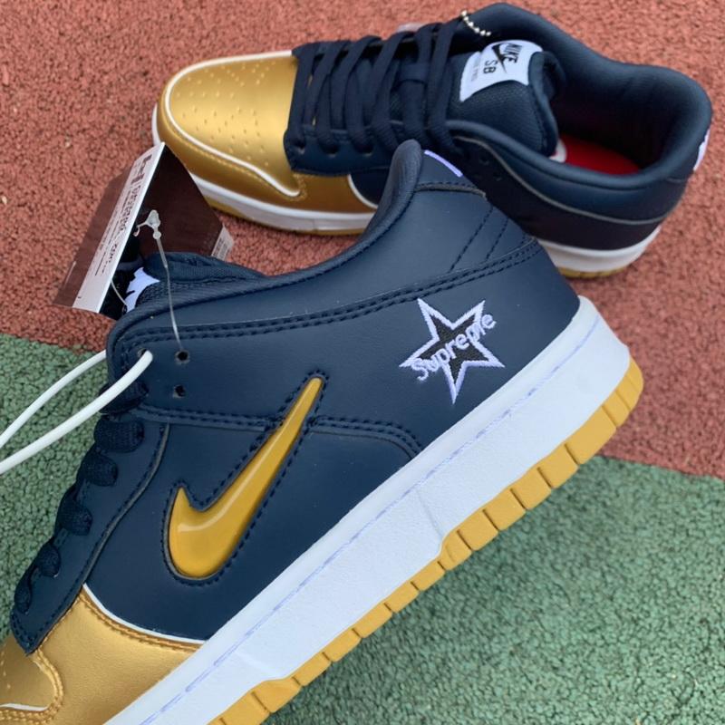 Authentic Supreme x Nike SB Dunk